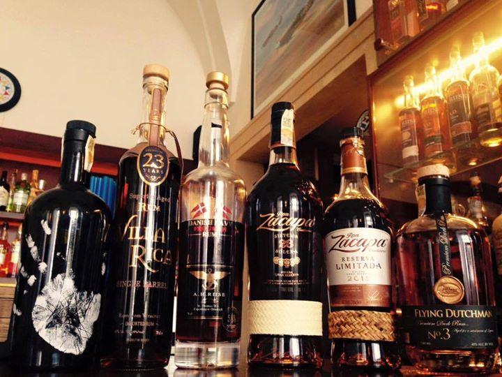 V našem rumovém baru stále přibývají nové a nové kousky. Zastavte se některý z n