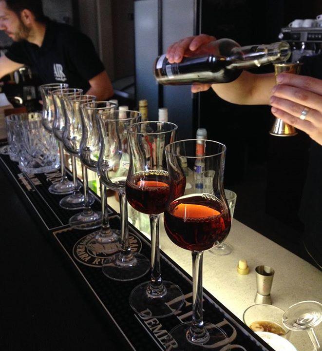 Když se sejdou milovníci rumů, pohledu na bar se ne a ne nabažit! Jaký je váš ak