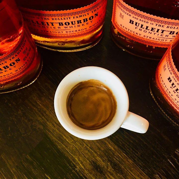 Kafe a Bourbon!                                                 Rumy máme taky,