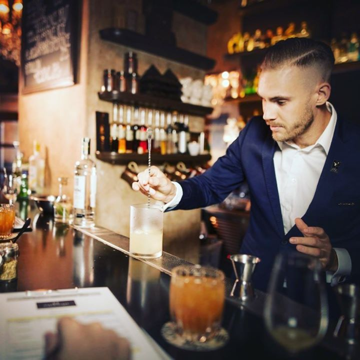 Milanovy drinky na zítřejší večírek budou🇨🇿 @milan_zales Začínáme v 19.00!  #air