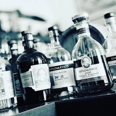 Přátelé, ladíme všechno do detailu, aby jste si dnešní rumovou degustaci na téma