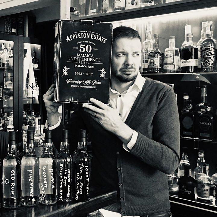 Přátelé, dnes se slaví Mezinárodní den rumu, a to je aspoň důvod si dát jednu ne